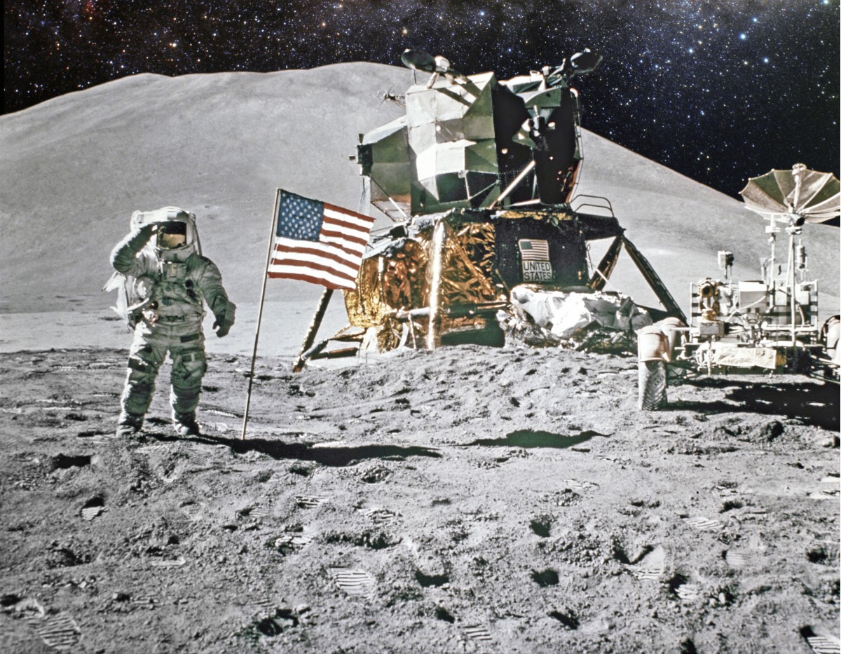 Astronaut Saluting the US Flag on the moon.